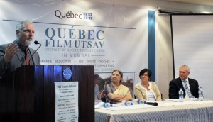 Lançant le festival du film québécois à la SNDT Women's University
