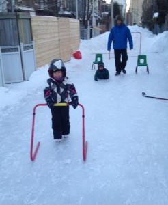 Les joies de l'hiver... à la porte arrière (Photo Elsie Lefebvre.)