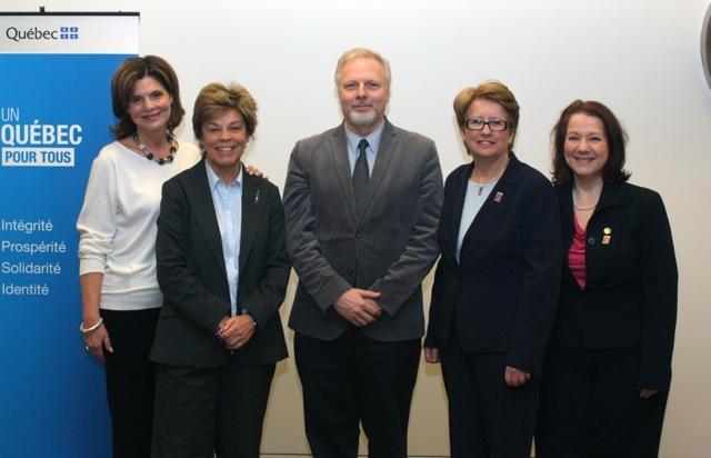 Les ambassadrices Liza et Louise avec Agnès Maltais et son adjointe parlementaire Suzanne Proulx.