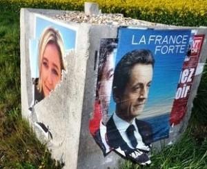 312801_des-affiches-electorales-de-marine-le-pen-et-de-nicolas-sarkozy-le-26-avril-2012-dans-le-nord-de-la-france-300x245