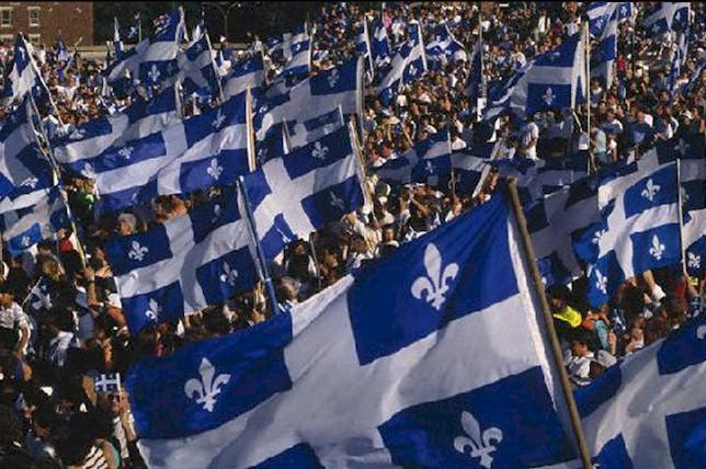 quc3a9bec-drapeaux-foule