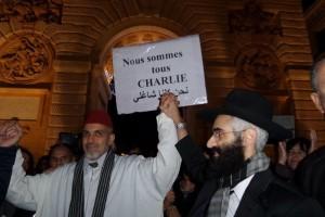 Rabbin et Imam français célébrant Charlie.