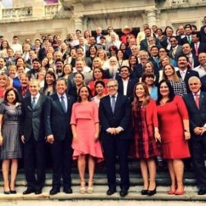 La photo de groupe, avec la nouvelle ministre mexicaine des affaires étrangères, Claudia Ruiz Massieu, et le secrétaire-général de l'Organisation des États Américains, Almagro Lemes, venus donner des conférences.